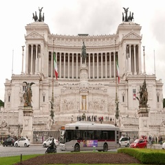 The beautiful and impressive building of National Monument Vittorio Emanuele in Stock Footage