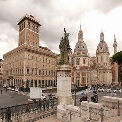 View from National Monument Vittorio Emanuele in Rome to Venetian Square Stock Footage