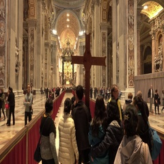 Pilgrims in St Peters Basilica in Rome - Vatican city Stock Footage