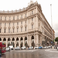 Big roundabout at Repubblica Square in the city of Rome Stock Footage
