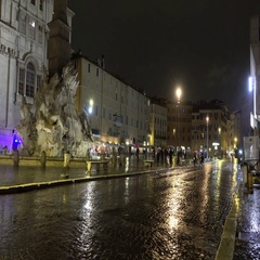 Famous Navona square in Rome on a rainy night - Piazza Navona Stock Footage
