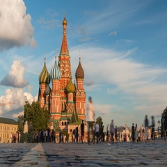 Beautiful clouds and peoples on the red square in front of St. Basil's Cathedral Stock Footage