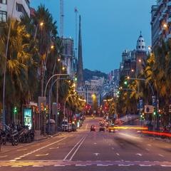 Sunrise timelapse of city car traffic near Sagrada Familia in Barcelona, Spain. Stock Footage