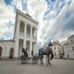 Motorized timelapse of the horse cart sculpture near City Hall. Minsk, Belarus. Stock Footage