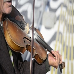 Street violinist playing a violin Stock Footage