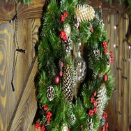 Christmas wreath with electric garland. Garland is blinking. Stock Footage
