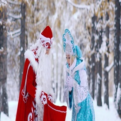 Snow Maiden is surprised to see the gifts in Father Frost is red bag Stock Footage