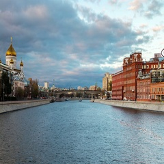 Moscow river riding at sunset. Time-lapse of landmarks Stock Footage