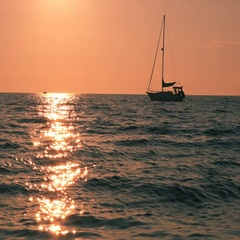 Silhouette of small yacht sailing on sea water horizon Stock Footage