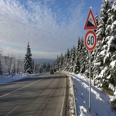 4k Winter street traffic at snowy Harz mountains location Torfhaus Stock Footage