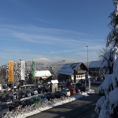 4k Snowy winter Harz mountains Torfhaus tourism parking traffic at Brocken view Stock Footage