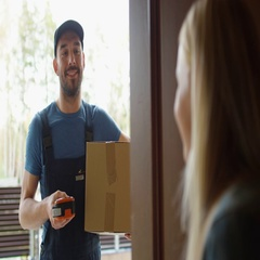 Homeowner Opens the Door to Delivery Man and Receives Parcel After Signing on De Stock Footage