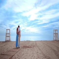 Love couple kissing on beach. Couple beach sunrise. Pregnant couple Stock Footage