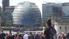 Crowded Place Tourists Visiting London Center with Modern Buildings in Backgroun Stock Footage