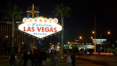 4K Famous Las Vegas welcome sign at night with street traffic Stock Footage