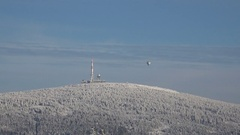 4k Snowy winter Harz mountains Brocken peak with hot-air balloon zoom in Stock Footage