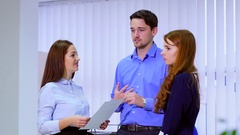 Business team commuGroup of business partners to discuss, speak at the meeting Arkistovideo