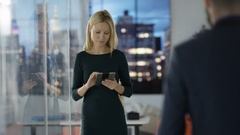 4K Portrait smiling businesswoman with tablet computer, city view in background  Stock Footage