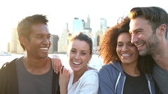 Group of friends enjoying sunset on Brooklyn heights promenade, NYC Stock Footage