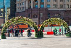 Moscow, Russia -may 14.2016. Kamergersky lane decorated arches with a flowers -  Stock Photos