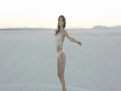 Exotic girl dancing in the desert Stock Footage