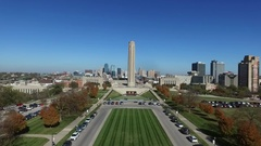 Aerial view of the WWI museum with the Kansas City skyline in the background Stock Footage