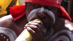 Aboriginal Indigenous Australian man play on Didgeridoo Stock Footage
