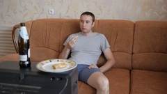 Man eating, drinking beer and watching old TV. Stock Footage