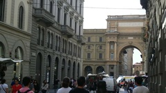 Arch Piazza Della Republica. The view from the narrow streets Stock Footage