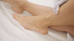 Damping the legs skin after sugar depilation with napkin and cream Stock Footage
