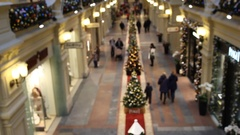Top view people in shopping Mall, blurred, choosing gifts for Christmas Stock Footage