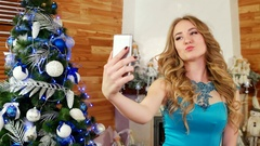 New Year photo at a mobile phone, girl doing selfie, a festive party at a Arkistovideo