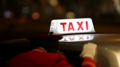 MS SELECTIVE FOCUS Doorman talking to taxi driver before driving off / Hong Stock Footage