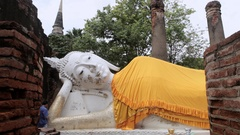 WS DS Reclining Buddha / Wat Yai Chai Mongkol, Thailand Stock Footage