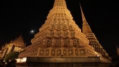 WS TU LA Temple spires at night / Wat Pho, Bangkok, Thailand Stock Footage