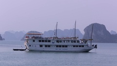 WS Small tourist boast in Ha Long Bay / Vietnam Stock Footage