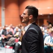 Public speaker giving talk at Business Event Kuvituskuvat
