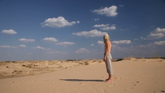 A man stands in the desert Stock Footage