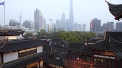 Time lapse of Yuyuan Garden district & Shanghai skyline at dusk, Shanghai, China Stock Footage