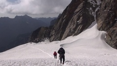 Alpinists to conquer the top Stock Footage