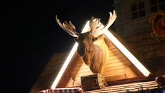 Moose head mechanical robot - over the Christmas house at the fair in Wroclaw Stock Footage