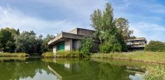 The auditorium seen across the lake in the garden of the Calouste Gulbenkian Kuvituskuvat