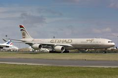 Etihad Airbus A340-600 taxis to take off Stock Photos