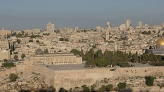 Temple mount pan from mt olives in jerusalem Stock Footage