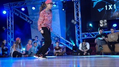 Young girl dancing hip-hop Stock Footage