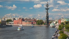 Moskva river and Monument to Peter I in Moscow, Rusia Stock Footage
