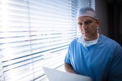 Surgeon using laptop Stock Photos