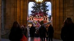 Christmas market in Vienna in slowmotion, from Rathausplatz Stock Footage