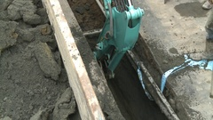 An excavator is extracting sand and debris from a ditch. A broken water pipe. Stock Footage