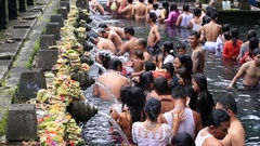 Balinese families come to the sacred springs water temple in Bali, Indonesia Stock Footage